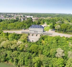 Previous<span>Le Château de la Rochette – la Rochette</span><i>→</i>