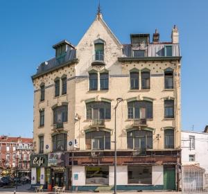 <span>Le 1905 – 2, place de la Gare – Dunkerque</span><i>→</i>